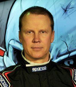 Сергей Кабаргин — пилот, профессионально выступающий в дрифтинге за команду Evil Empire.